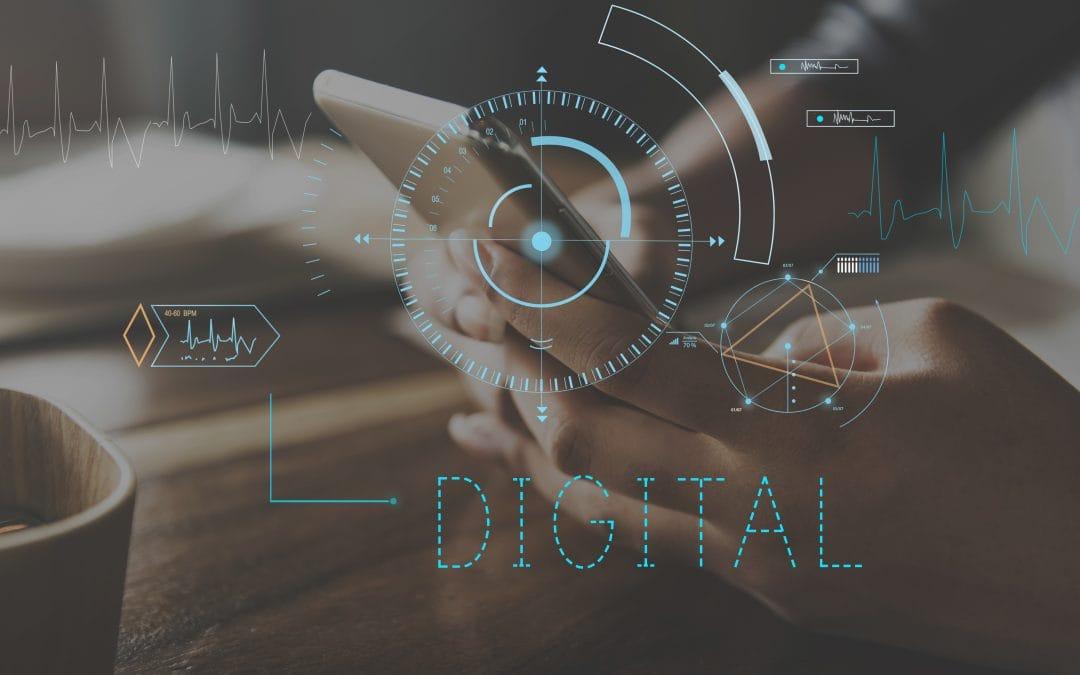 Digitalisierung beschreibt die Veränderung von Abläufen und Prozessen durch die Nutzung digitaler Geräte. Analoge Werte werden in digitale Formate umgewandelt. Der Einkaufszettel wird beispielsweise nicht mehr von Hand auf ein Blatt Papier geschrieben, sondern am Smartphone mit einem entsprechenden Programm erstellt.