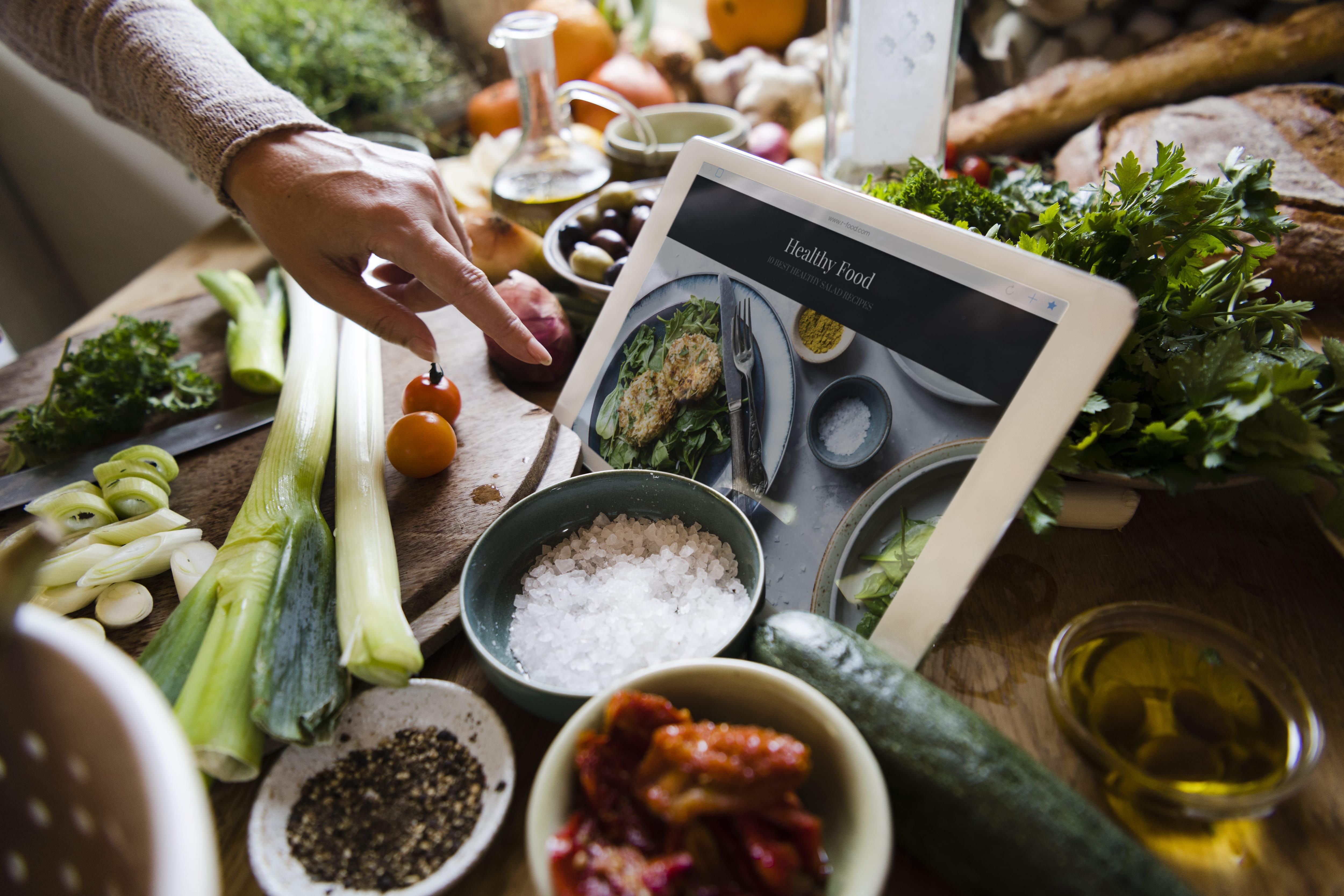 Die individualisierte Ernährungsberatung nach den Qualitätsstandards von Diolosa & Morell beinhaltet nicht nur die fundierte Analyse einer Person, sondern begleitet auch die praktische Umsetzung einer solchen Beratung.